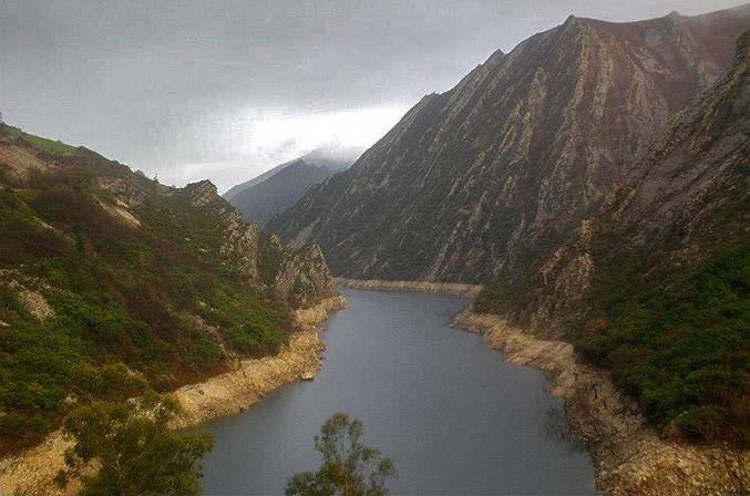 Embalse de Calabazos, río Narcea
