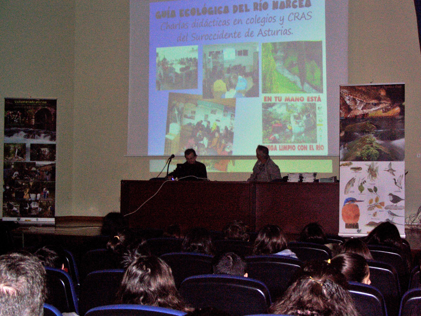 En noviembre, impartimos una conferencia en el IES Cangas del Narcea para informar a los alumnos y profesores del trabajo realizado y los datos obtenidos.