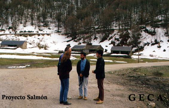 Miembros del GECA con Reidar Grande cerca del nacimiento del río Narcea.